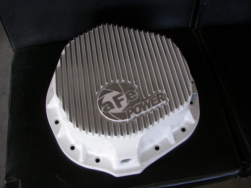 Differntial cover in wet white with polished ribs