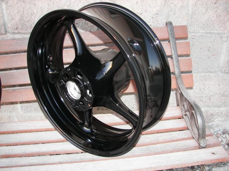 Yamaha R6 rear wheel in super gloss black