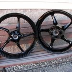 Yamaha R6 wheels in super gloss black