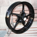 Yamaha R6 front wheel in super gloss black